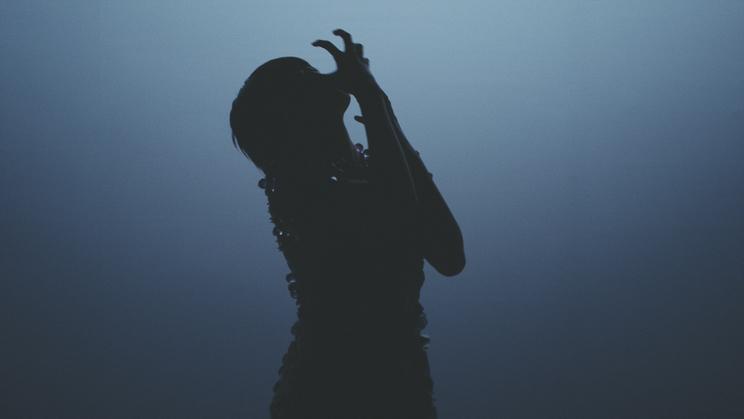 欅坂46 平手友梨奈、ANREALAGE 2019年春夏新作「CLEAR」コンセプトムービーより