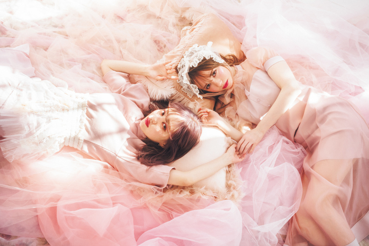 左:中村里砂 右:黒瀧まりあ「少女と大人を彷徨うピンク」|『LARME 039』