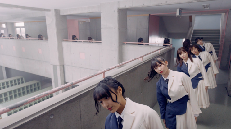「大人サバイバー」MV(ディレクターズ・カット版)より
