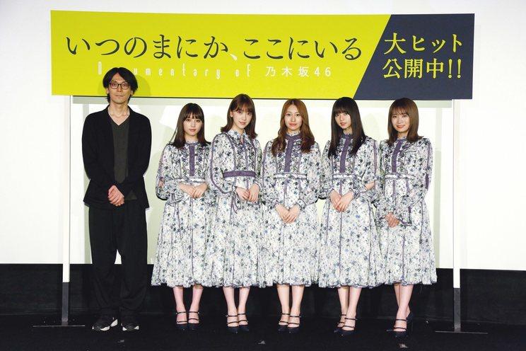 左から、岩下監督、与田祐希、堀未央奈、桜井玲香、齋藤飛鳥、秋元真夏