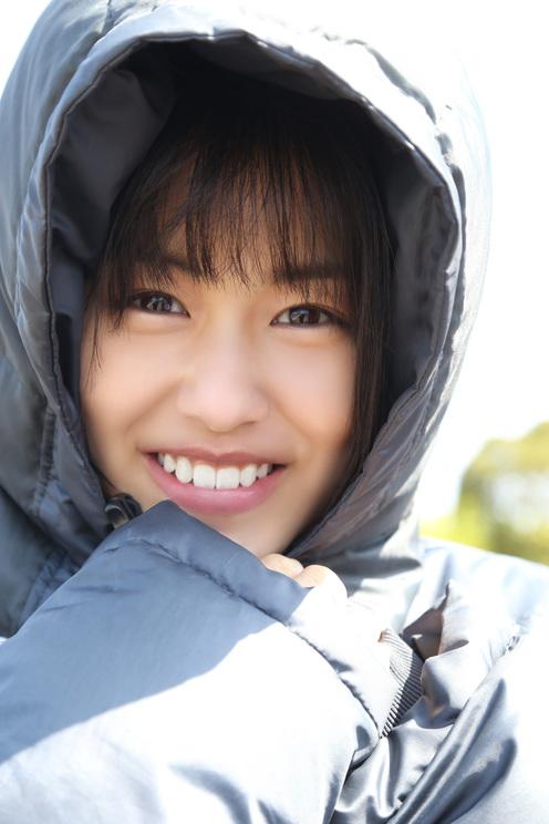 竹内愛紗1st写真集『愛紗』(東京ニュース通信社刊)