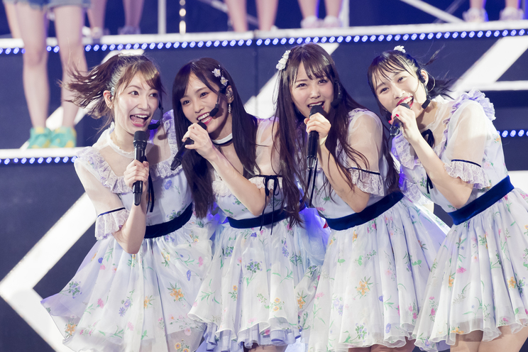 左から吉田朱里、山本彩、白間美瑠、川上礼奈