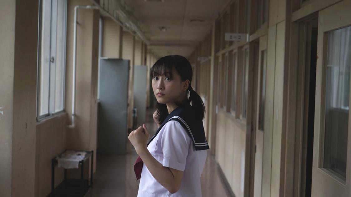 松井玲奈「なんでか制服着て、福くんとデートしてます。謎や、、、」セーラー服姿が話題の主演連続ドラマ放送開始