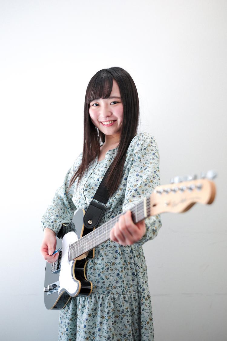 【連載】Fragrant Drive 伊原佳奈美「山本彩さんが目標です!」|「絶対ギター少女」第1回