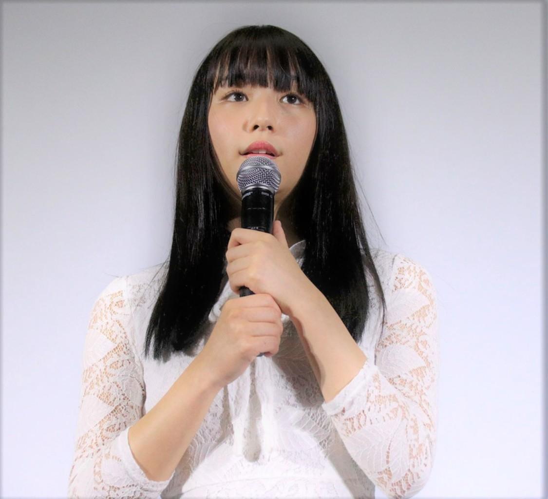 浅川梨奈、「1週間で撮り終えたのに、このクオリティの高さがよい意味で1番のホラー」映画『黒い乙女Q』舞台挨拶に登場