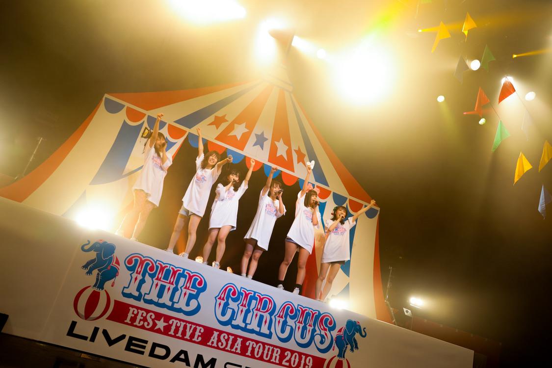 【ライブレポート】FES☆TIVE、悔しさをバネに赤坂で打ち上げた笑顔の特大花火「これからもFES☆TIVEのことを大好きでいてください」